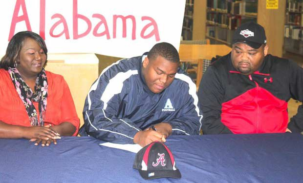 O.J. Smith of Airline (Bossier City, La.) signs with Alabama.