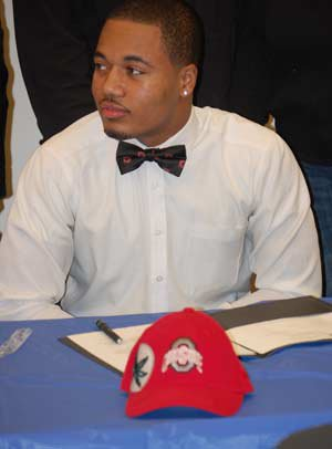 Marshon Lattimore of Glenville (Cleveland) signs with Ohio State.