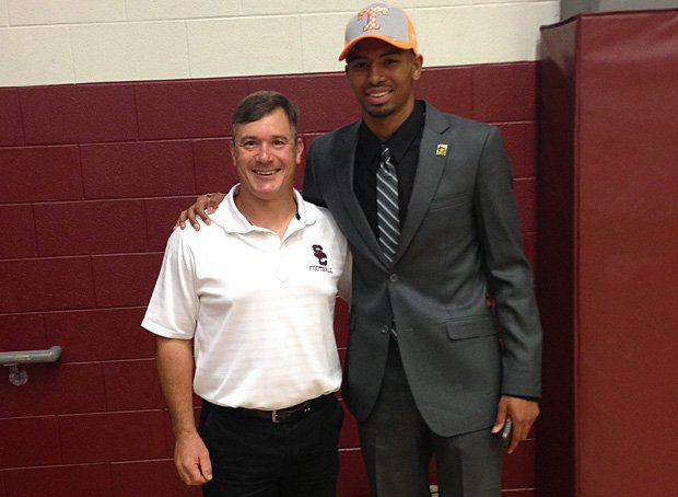 Josh Malone of Station Camp (Gallatin, Tenn.) commits to Tennessee.