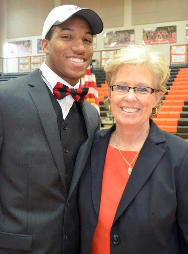 Marlon Humphrey of Hoover (Ala.) at a ceremony on campus after he picked Alabama.