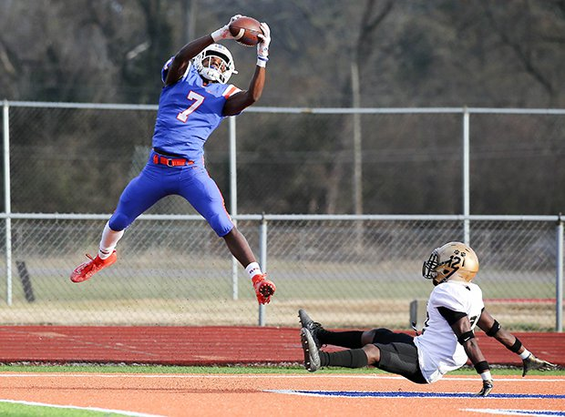 East St. Louis senior Dominic Lovett had 1,541 yards receiving and 18 touchdowns last year for the undefeated IHSA Class 6A state champions.