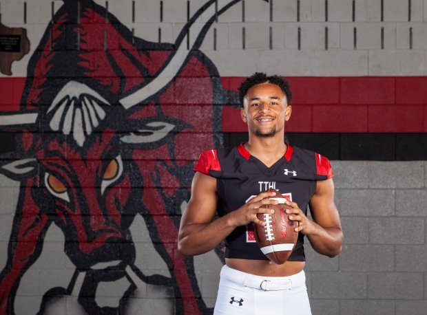 Notre Dame pledge Avery Davis and Cedar Hill will welcome Bishop Gorman to Texas on Aug. 27.