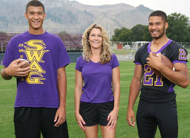 Isaiah (right) poses for a family photo with brother Christian and mother Tracy.