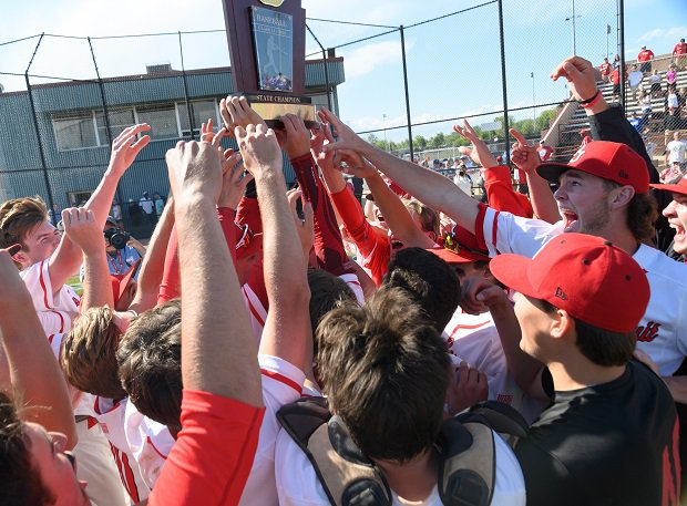 Regis Jesuit celebrates its Colorado 5A state title