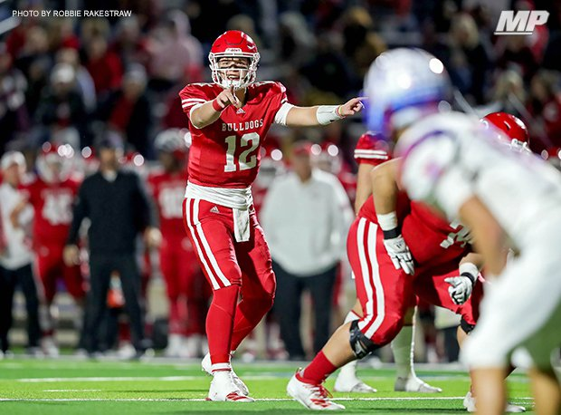 Carthage's Kai Horton threw for three TDs in last year's 4A Division I state final as the Bulldogs captured their 8th state title and finished 16-0.