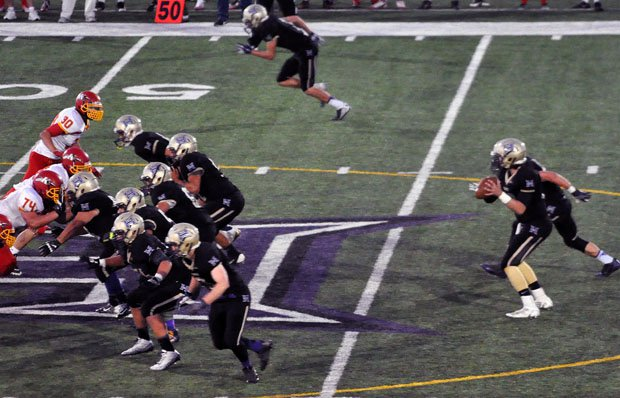 Hermiston's offense is averaging 54 points per game and more than 60 during its current four-game win streak. The Bulldogs are the MaxPreps Oregon Team of the Week.
