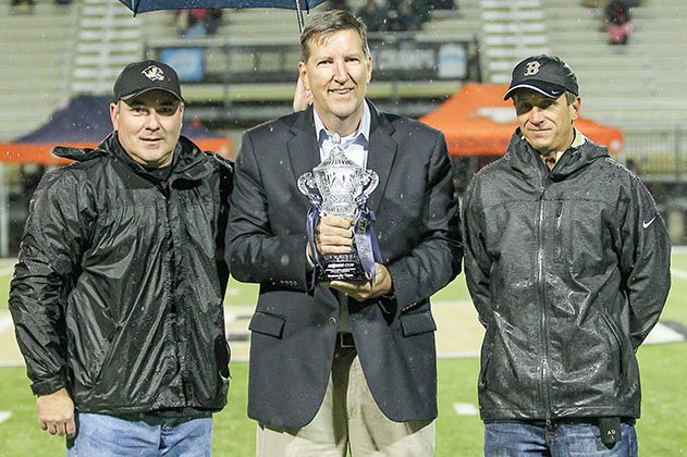 MaxPreps president and founder Andy Beal (center) presents Bentonville High School in Arkansas with the MaxPreps Cup in 2015. The Cup is awarded each year to the nation's top high school athletic program.