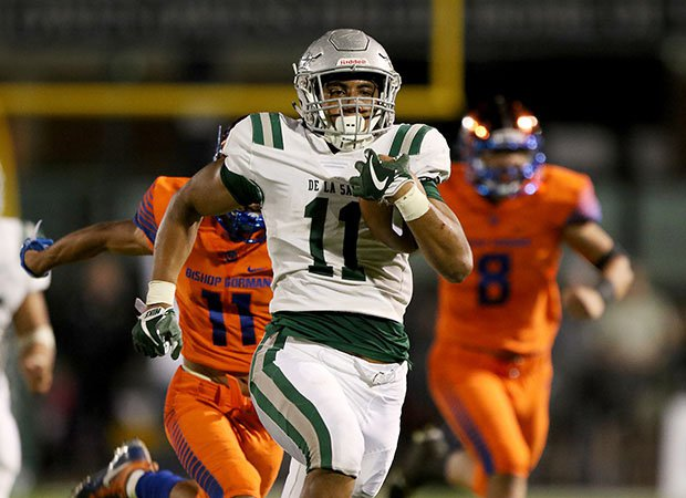 De La Salle's Henry To'oto'o (11) breaks loose for his first touchdown run, a 53-yarder late in the second quarter.