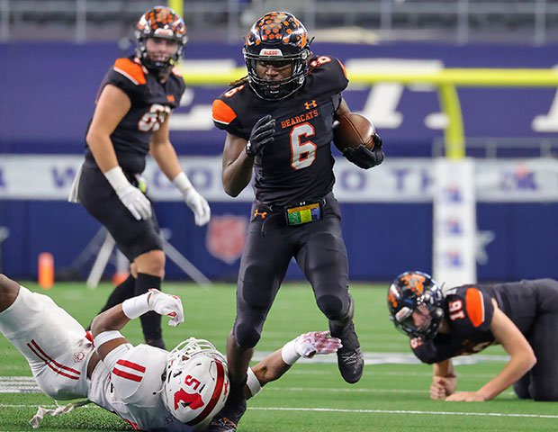 DeMarco Roberts piled up 255 yards and six touchdowns in Aledo's victory.