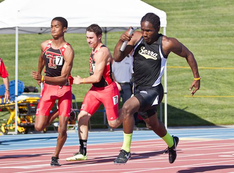 Adoree' Jackson runs the turn decisively, leading Serra to the day's top 4x100 relay time.