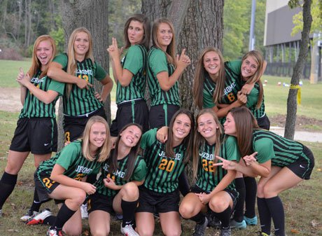 Agnew (20) and her Dublin Jerome teammates.