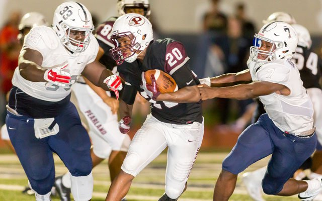 Manvel @ Pearland during 2016 rivalry game.