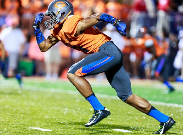 Five-star Bishop Gorman senior wide receiver Cordell Broadus sprints back home to Southern California to face Servite Friday night at Cerritos College in a game that could draw upwards of 25,000 fans.