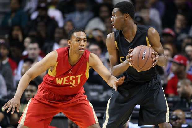 Two of the most highly-touted prospects in the Class of 2013 hook it up at the Jordan Brand Classic as Jabari Parker defends Andrew Wiggins.