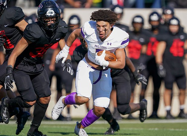 Timber Creek's (Texas) Jalen Harris continues to battle despite having his helmet ripped off during a UIL 6A Division 1 Bi-District playoff game against Euless Trinity.