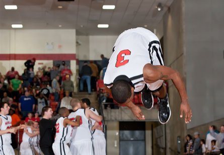 Marcus Smart scored a game-high 19 points, blocked a game-shaving shot at the buzzer, then hit this flip following No. 2 Marcus' 39-38 win over South Grand Prairie in the Texas 5A regional finals.