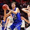 7-foot-4 high school basketball player Matt Van Komen commits to Utah