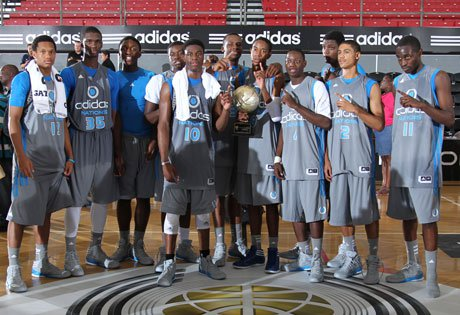 Noah Vonleh (second from left, No. 35) and Emmanuel Mudiay (center, No. 10) helped USA 2014 Red overcome a 10-point deficit in the fourth quarter to force overtime and eventually prevail in the adidas Nations championship game.