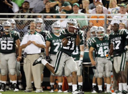 Anthony Williams hauls in a 70-yard touchdown bomb from Bart Houston to help key De La Salle's wild 26-23 victory.