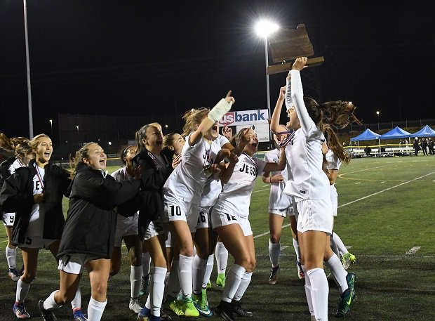 The Jesuit girls won the Oregon 6A title in the fall.
