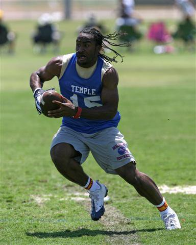 Lache Seastrunk wore USC socks at a recent 7-on-7. Will he don a  Trojan jersey next year?