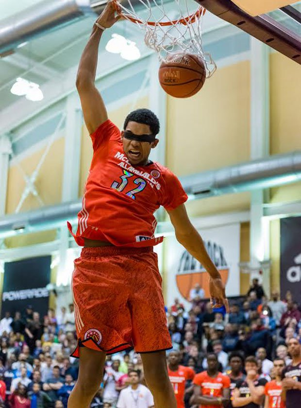 Kentucky-bound Karl Towns Jr. wears a blindfold and puts down an impressive dunk in the first round.