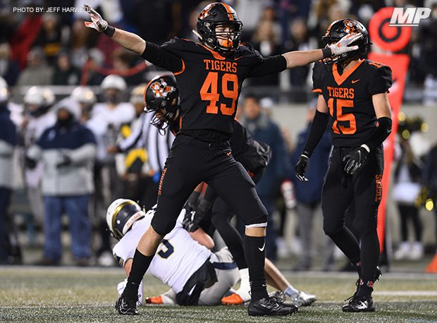 Washington (Massillon, Ohio) denied Archbishop Hoban (Akron, Ohio) a shot at a fifth straight state title with a 17-14 win in an OHSAA D-II regional final.