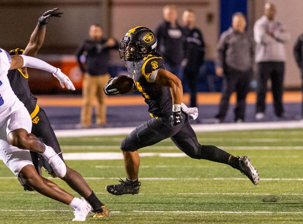 Michigan commit Blake Corum often got the edge but also ran strong inside for St. Frances Academy during its 35-7 win over IMG Academy on Friday.