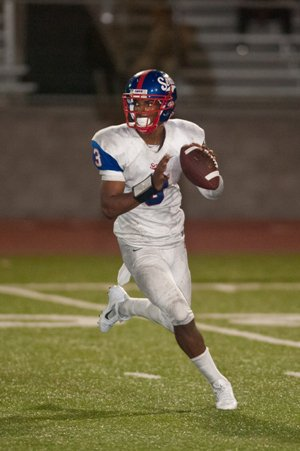 Serra quarterback Jalen Greene rushed for a pair oftouchdowns Friday.