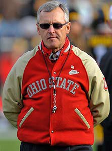 Some Ohio high school football coacheswill honor former Ohio State coachJim Tressel during Week 1. It's nota unanimous vote of support, though, assome coaches will refuse.