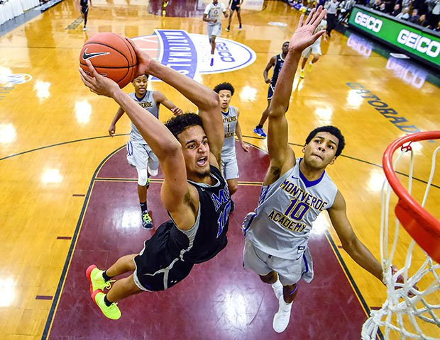 Jeremian Robinson-Earl goes in for the game-winning dunk in IMG Academy's (Fla.) stunning 74-73 comeback win over Montverde Academy at the GEICO Nationals in New York.