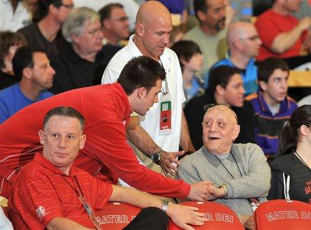 Another Nike Extravaganza moment: UNLV signee Katin Reinhardt of Mater Dei greets legendary former Runnin' Rebel head coach Jerry Tarkanian.