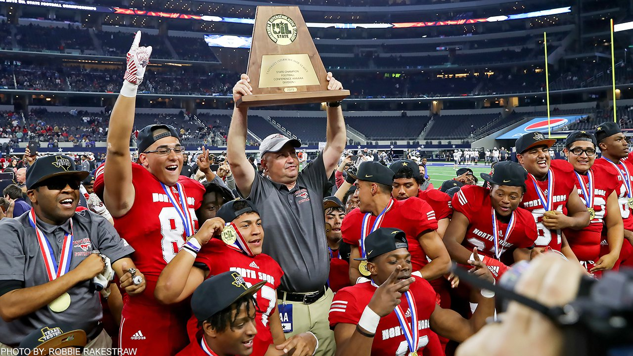 North Shore celebrates its UIL Class 6A Division I title.