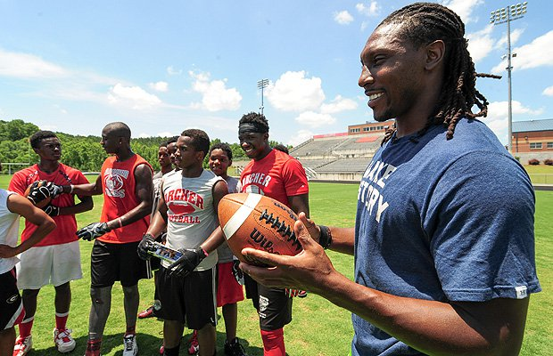 Roddy White delivers some pointers to Archer football players.