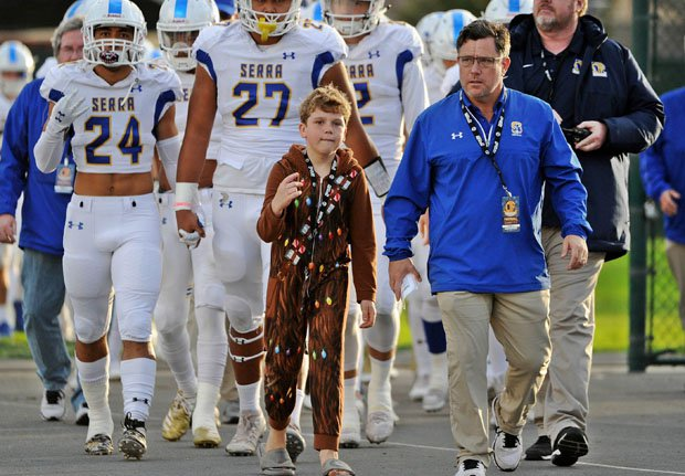 Patrick Walsh (right) leads his Serra Padres into the 2019 CIF State Division 1-AA championship game against Corona del Mar.