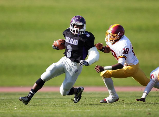 Galileo's Ronzel Fox returned to the Lions to give them a boost in Thursday's 34-30 win over Lincoln in the 90th Turkey Day Game for the San Francisco Section title at Kezar Stadium.