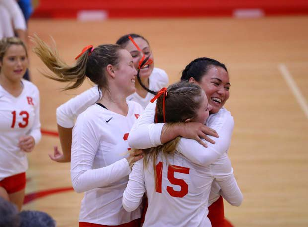 Redondo Union celebrates after fifth-game win to give the Sea Hawks the match.