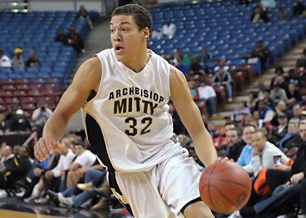 Aaron Gordon piled up 33 points and 20 rebounds in Archbishop Mitty's Division II state championship game victory over La Costa Canyon on Friday night.