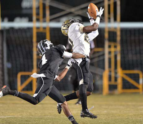 Plant's Tristan Cooper makes a leaping catch in front of a Robinson defender.