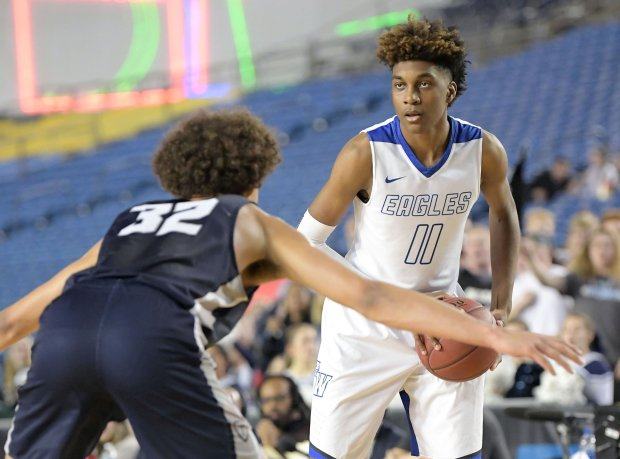 Jaden McDaniels surveys the floor during Washington's Class 4A state championship game in March.