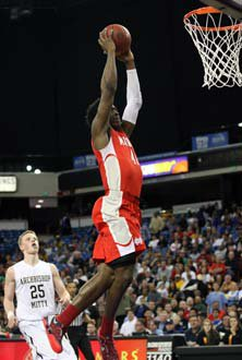 Stanley Johnson throws down a dunkSaturday as he led the Monarchs with26 points.