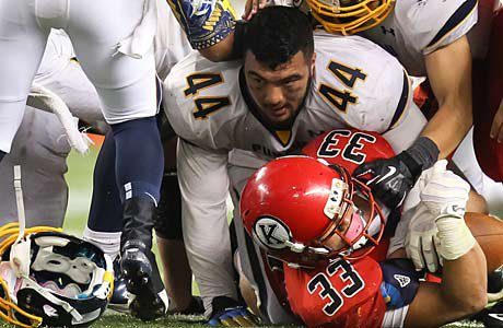 Isaac Savaiinaea (44) of Punahou, one of the best linebackers in the country, has a tough choice ahead of him.
