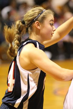 Asdourian now has a scoring average,something that had eluded her in the firstfive weeks of playing on the boys team.