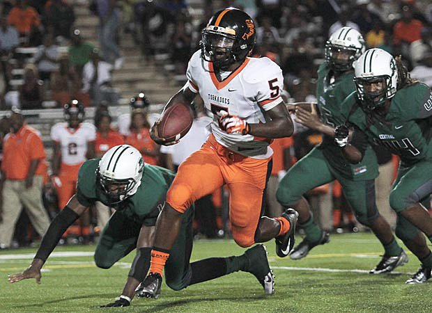 Treon Harris accounted for 222 yards and three touchdowns, lifting Booker T. Washington to a 28-17 win over Central.