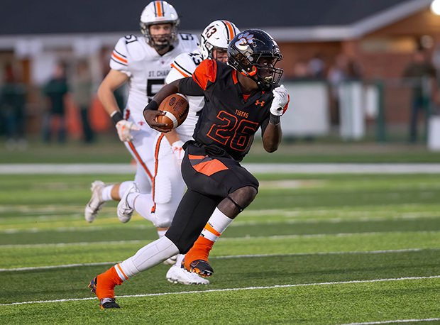 Edwardsville running back Justin Johnson is Illinois' No. 8 overall prospect and a Top 30 running back prospect nationally. Looking for his third straight 1,000-yard season.
