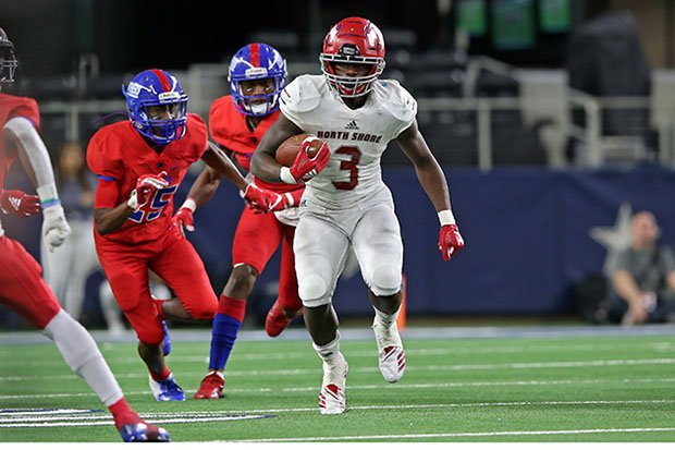 Zach Evans runs away from defenders in the 2018 Texas Class 6A Division 1 state championship game.