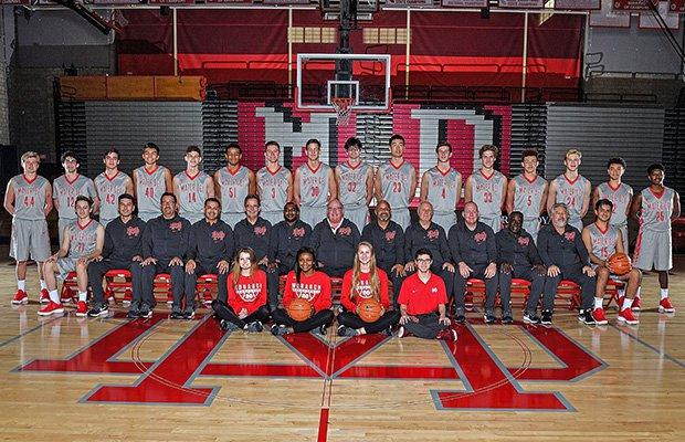 2017-18 Mater Dei basketball team and staff